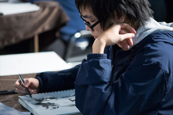 Shuangjian Liu sketching during the Illustrators of the Future Workshop