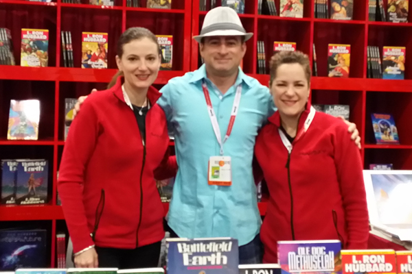 Steve Pantazis at ComicCon 2015 with Emily and Sarah from Galaxy Press