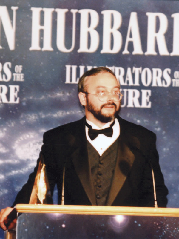 Scott Nicholson accepting the Golden Pen Award 1999