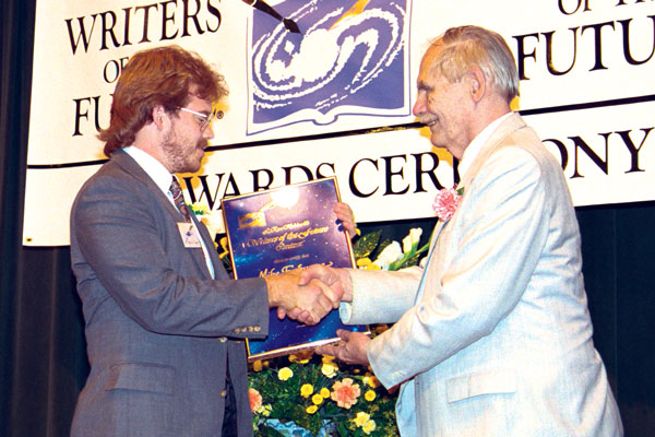 Frederik Pohl presents the Third Place Award to Mike E. Swope.