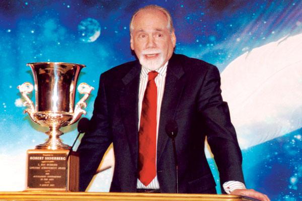 Robert Silverberg receives his Lifetime Achievement Award.