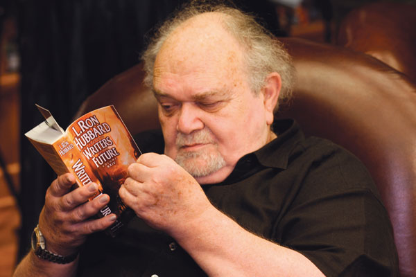 Charles N. Brown starts reading the anthology.