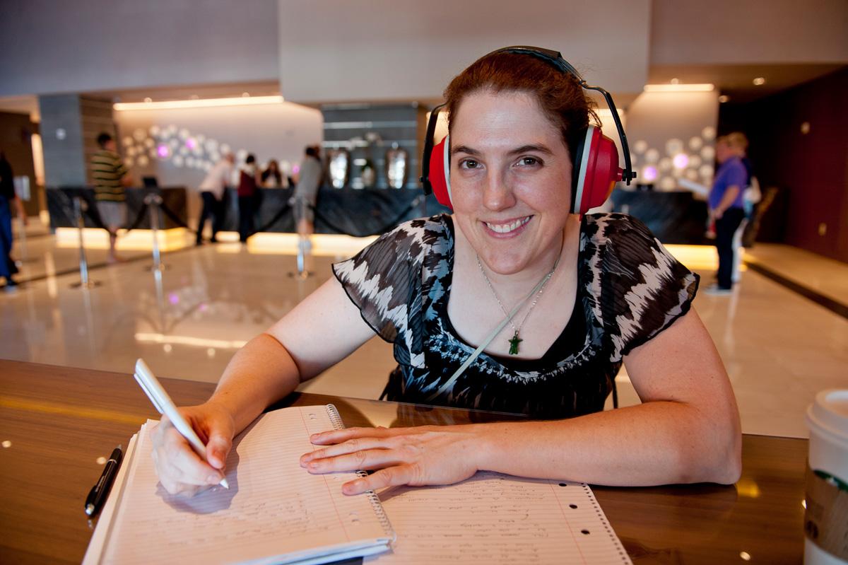 Australian winner Shauna O'Meara strategically employs a pair of noise-cancelling headphones.