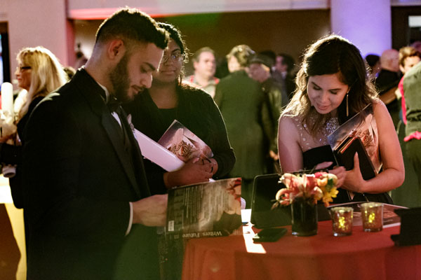 Illustrator winner Yader Fonseca signing autographs.