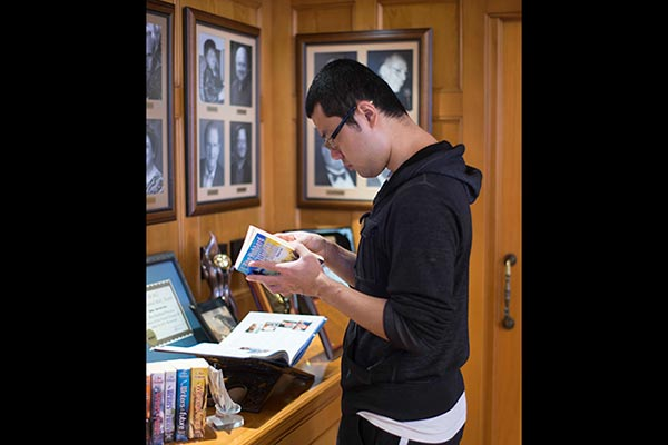 Choong Yoon picks up a Writers of the Future volume 29 in the Writers & Illustrators of the Future Hall.